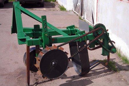 Машина для викопування саджанців кущових ягідників і підщеп